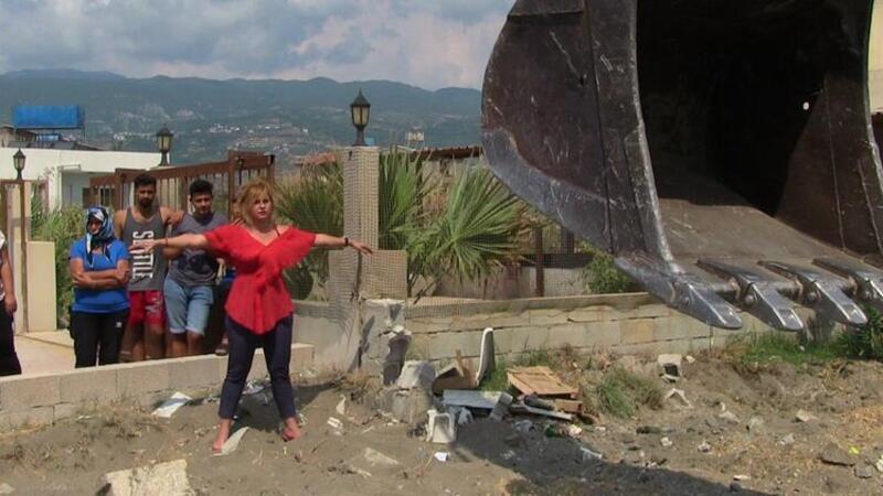 Hatay'da görüntü kirliliği oluşturan yapıların yıkımında arbede