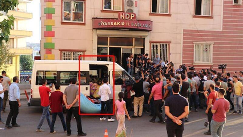 """HDP önündeki oturma eyleminde """"battaniye"""" gerginliği"""