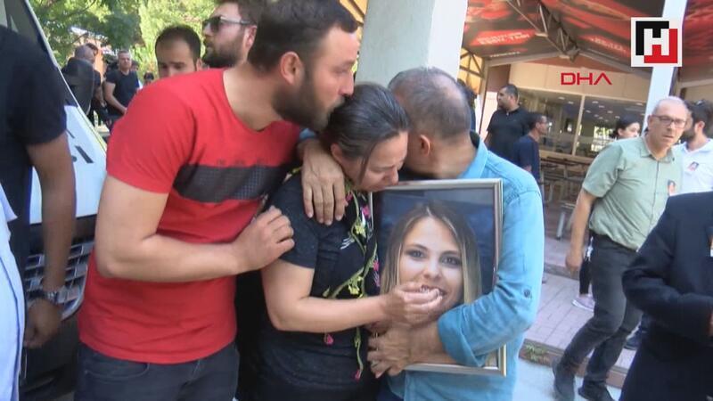 Hayatını kaybeden Sezen için Ege Üniversitesi'nde tören düzenlendi