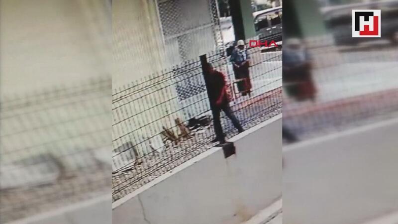 Yaşlı kadını kümese sokup, başına çekiçle vurdu, bileziğini çaldı