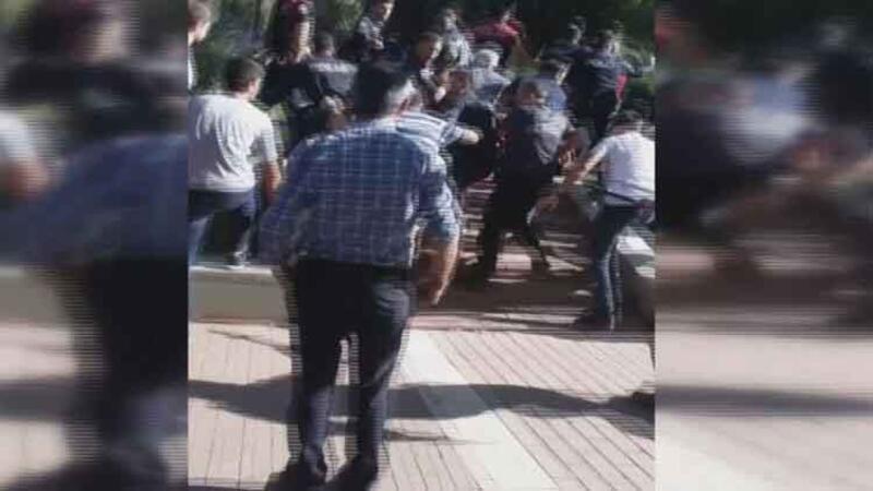 Ankara'da eski eşini onlarca kişinin önünde bıçakladı