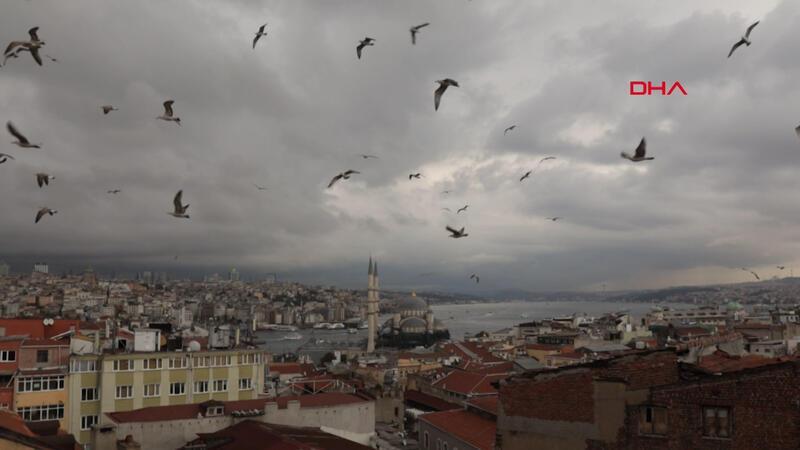 İstanbul'un üstünü yağmur bulutları sardı