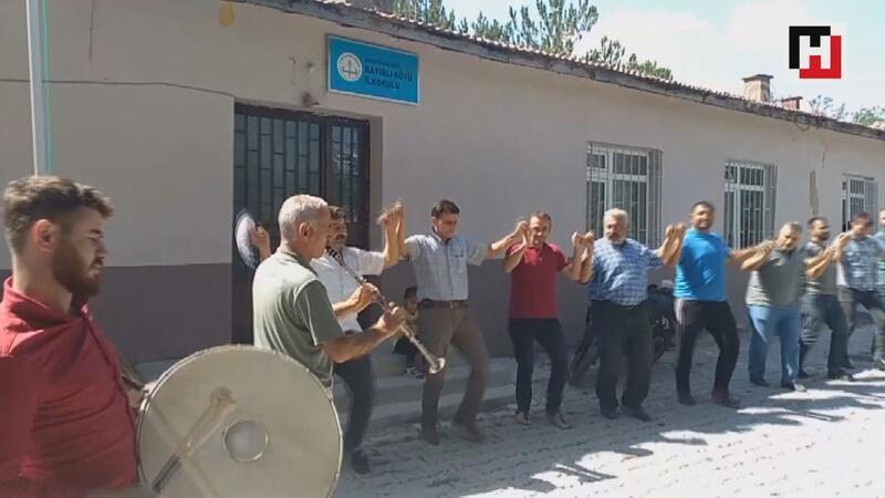 İnternete kavuşan köylü davul-zurna ile kutlama yaptı
