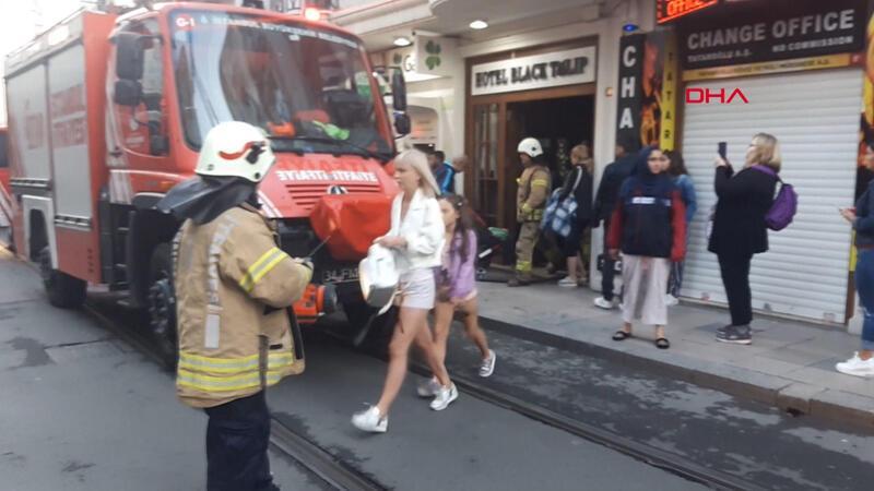 Eminönü'nde otelde yangın paniği