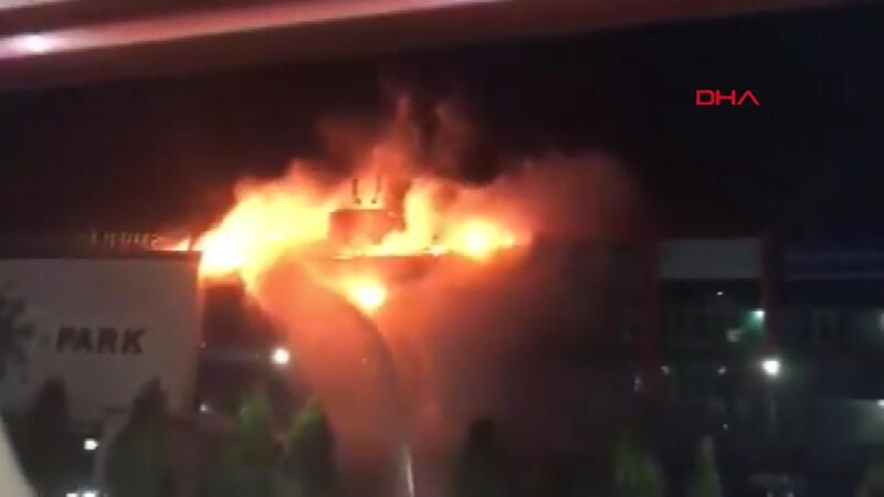 Rusya'da alışveriş merkezinde büyük yangın