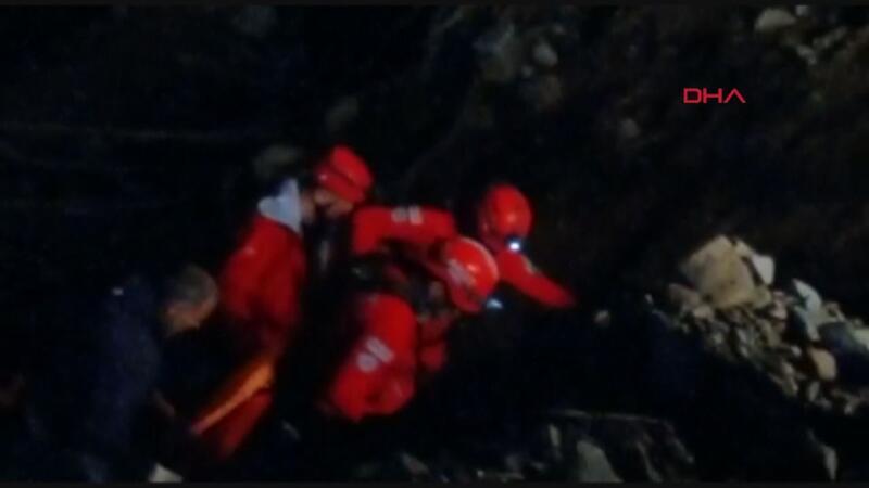Kablo makarasının çarpmasıyla uçurumdan düşen 2 işçi öldü