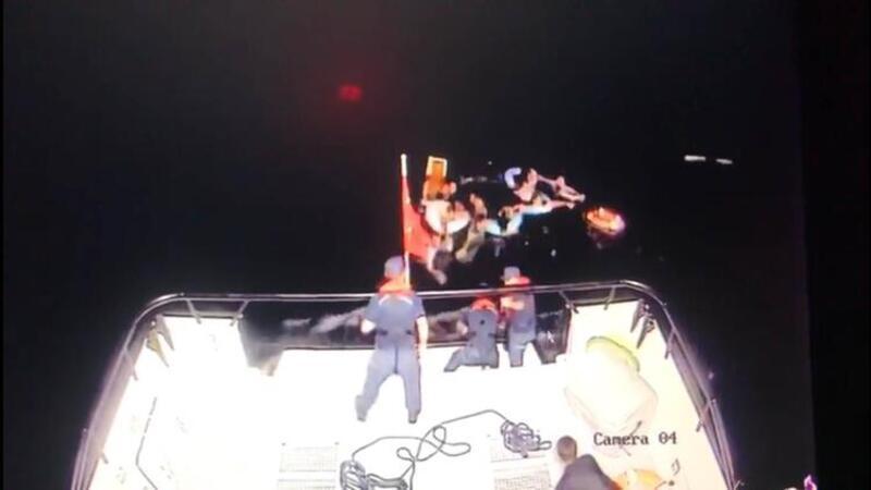 Mülteci gemisi battı göçmenleri Türk askeri böyle kurtardı