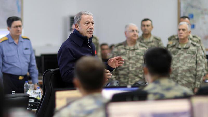 Milli Savunma Bakanı Akar ve komutanlar sınırda