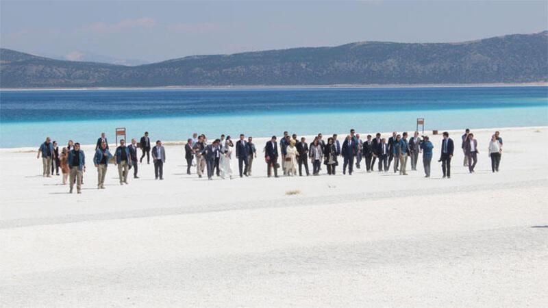 Burdur Valisi'nden Salda Gölü çıkışı: İhlal edenin elini kırarlar…