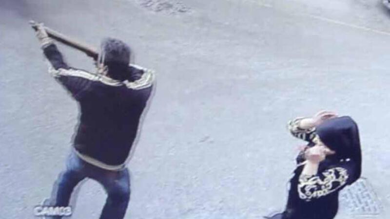 Eşinin çantasından çıkardığı tüfekle, rakiplerini vurdu