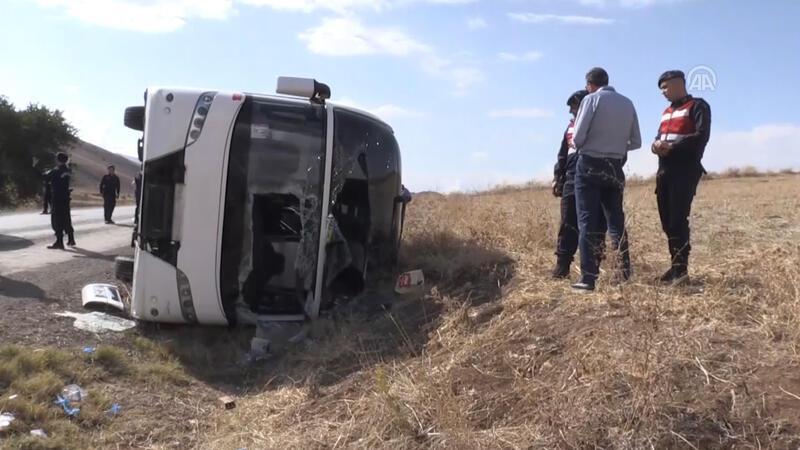 Afyon'da tur otobüsü devrildi