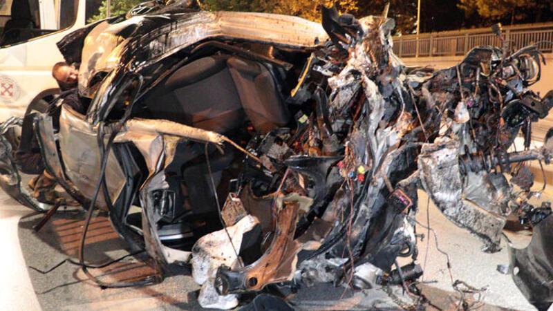 Ankara'da otomobil alt geçide düştü