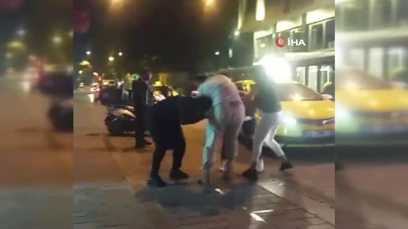 Yabancı uyruklu iki kadının saç saça baş başa kavgası kamerada