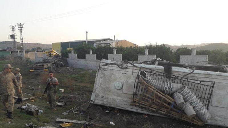 Hatay'da tarım işçilerini taşıyan midibüsle TIR çarpıştı 20