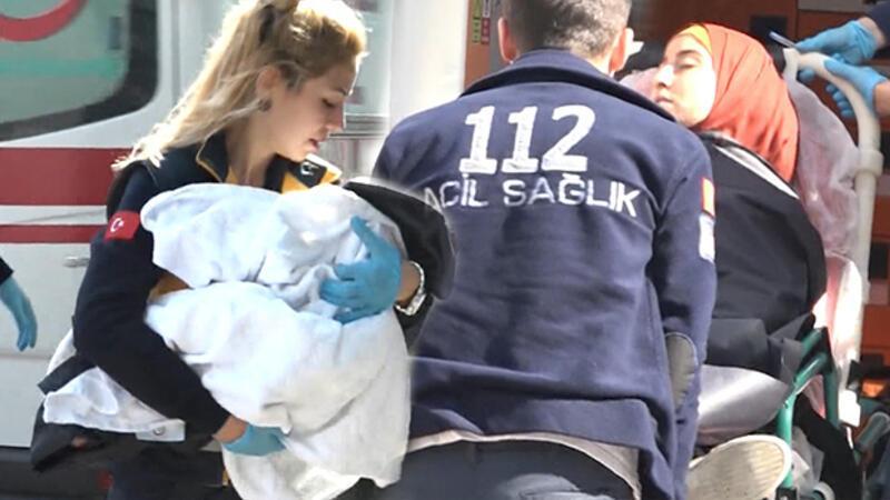 Porsuk Çayı'na düşen Iraklı anne ve 2 yaşındaki kızını çevredekiler kurtardı