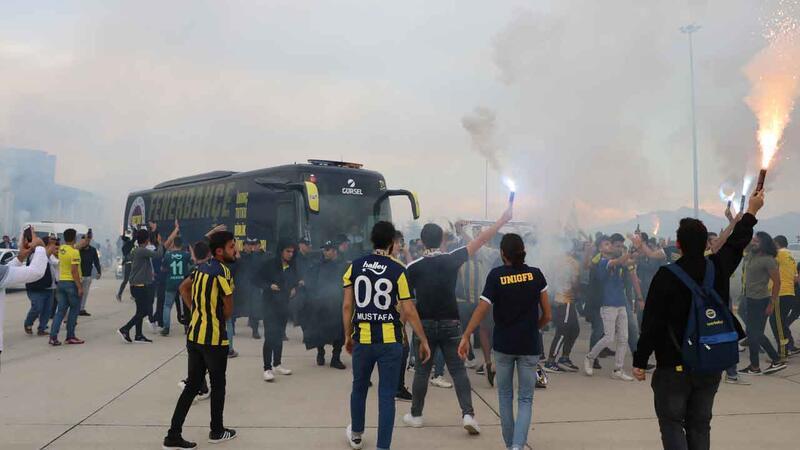 Fenerbahçe'ye Denizli'de coşkulu karşılama