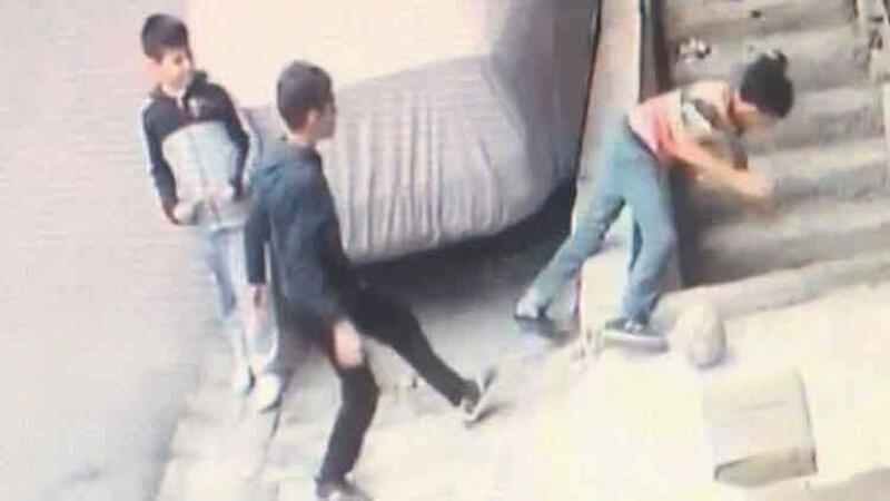 Arkadaşının ittiği çocuk yüksekten düşerek ağır yaralandı