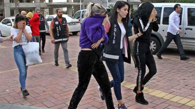 Aralarında küçük yaşta 2 kızın bulunduğu 6 kişilik fuhuş çetesi çökertildi