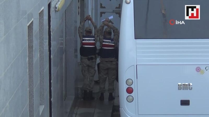 Jandarma ekipleri gözaltına alınanların görüntülenmesine engel oldu