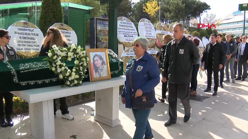 İtalya'da ölen genç kız İstanbul'da toprağa verildi