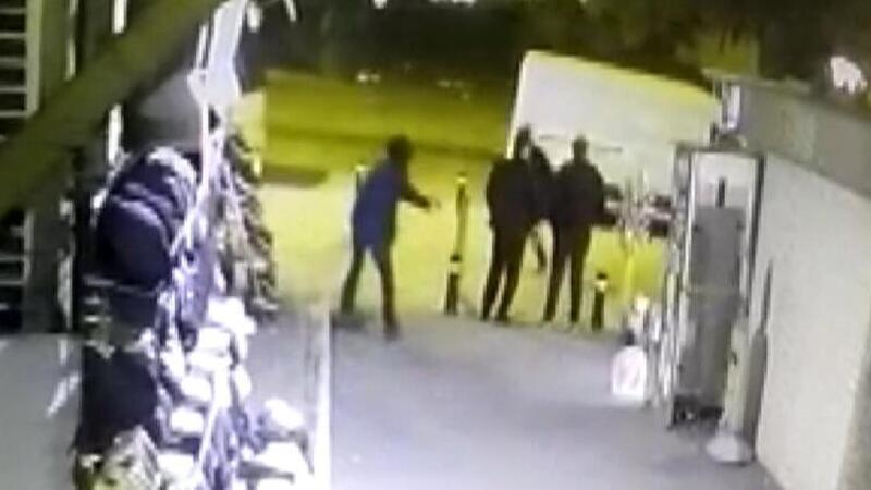 Fatih'te silahlı saldırı güvenlik kamerasında
