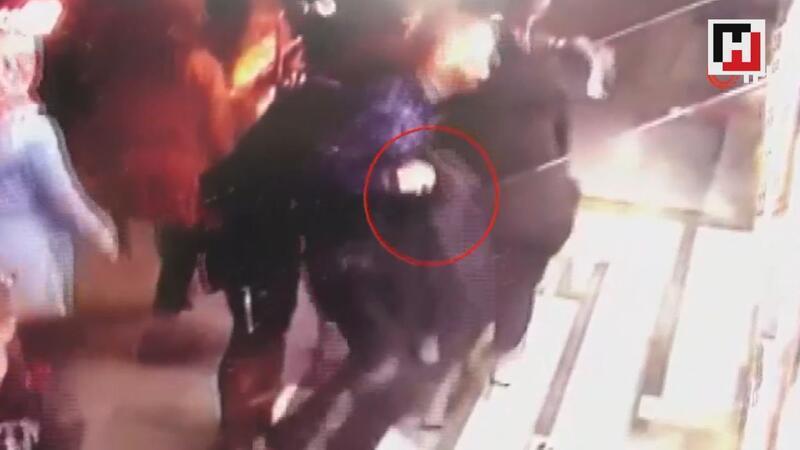 Laleli'de montunu kamufle ederek turistin cep telefonunu böyle çaldı