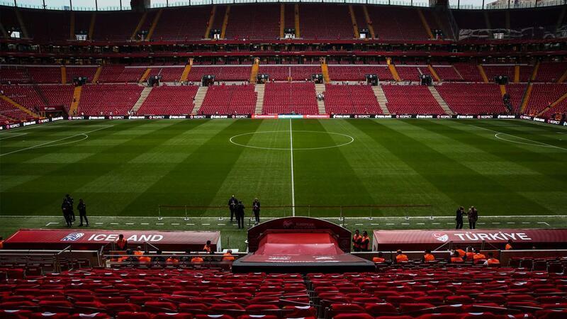 Türk Telekom Stadyumu kırmızı-beyaza büründü