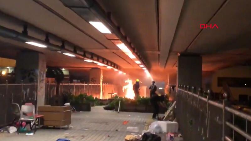 Hong Kong'da ortalık yine karıştı