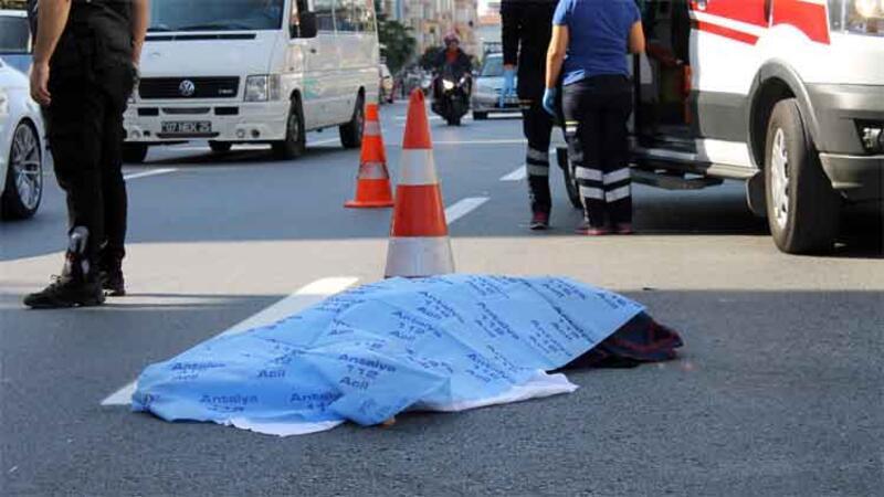 Motosikletin çarptığı, üzerinden otomobil geçen kadın öldü