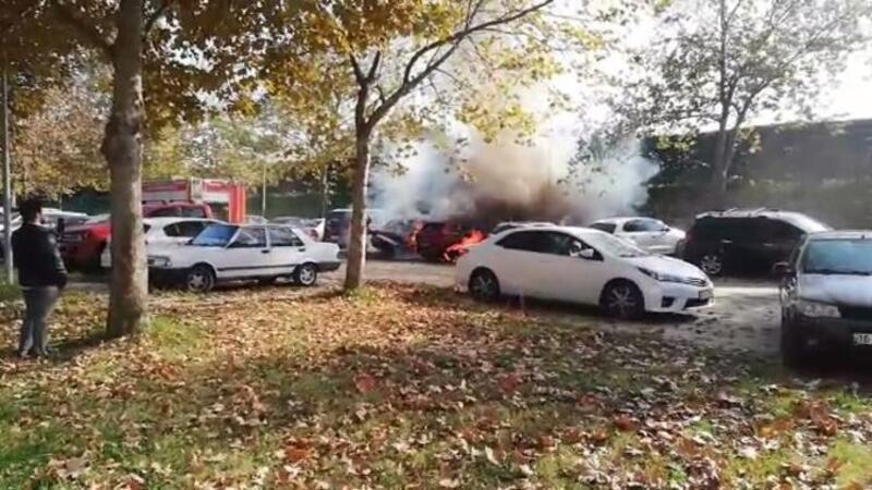 Bursa'da mangal kömürü iki arabayı yaktı