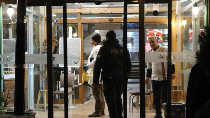 Lokanta çalışanı cinnet getirdi, personel ve müşterilere saldırdı