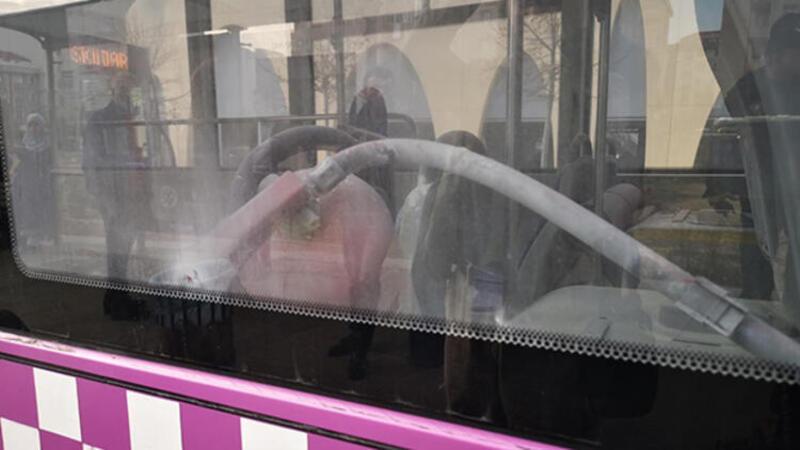 Halk otobüsünde yangın söndürme tüpü paniği
