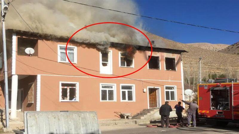 Evde çıkan yangında 3 kişi hayatını kaybetti