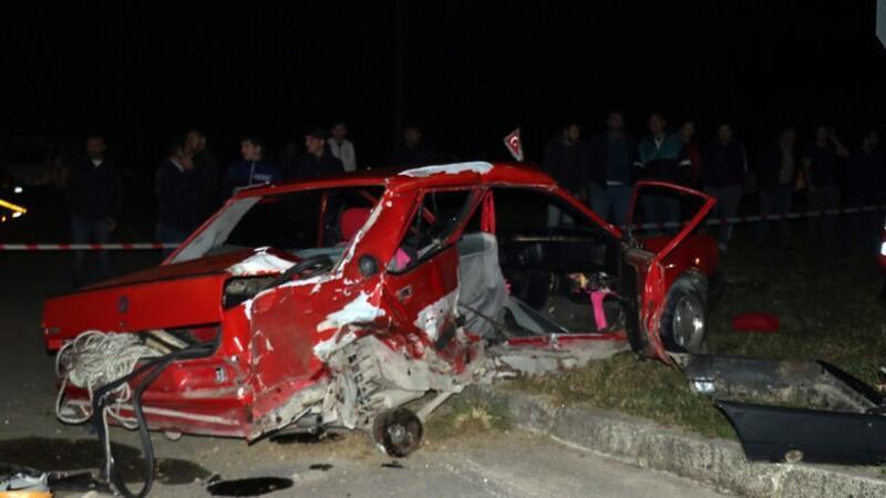 Otomobille kamyonet çarpıştı: Ölü ve yaralılar var