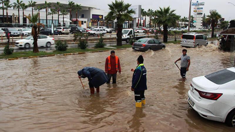 Bodrum'da fırtınalı hava hayatı olumsuz etkiledi