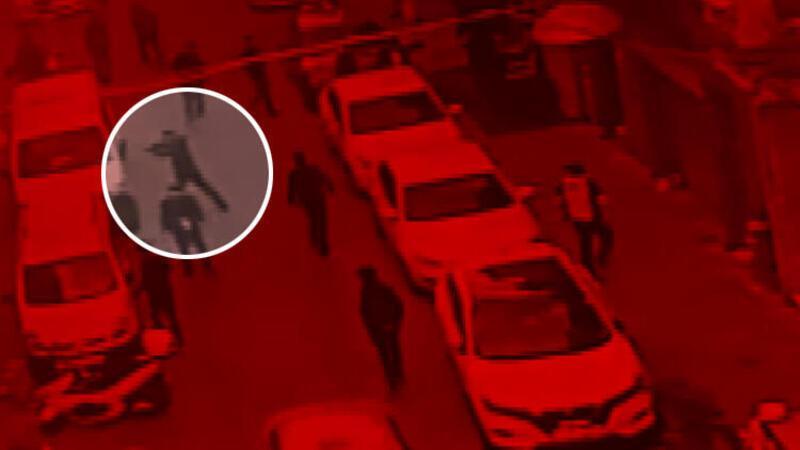 Beyoğlu'nda 4 kişinin yaralandığı silahlı saldırı kamerada