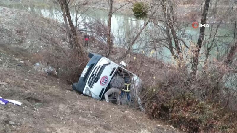 Hentbol takımını taşıyan otobüs kaza yaptı: 1 ölü, 15 yaralı