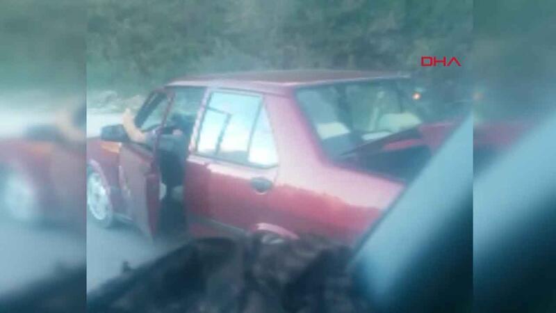 Ayağını şoför kapısının penceresinden uzatarak seyreden sürücüye ceza