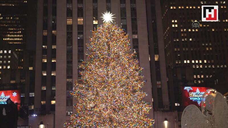 Rockefeller Center'a konulan Noel ağacı törenle 87'inci kez ışıklandırıldı