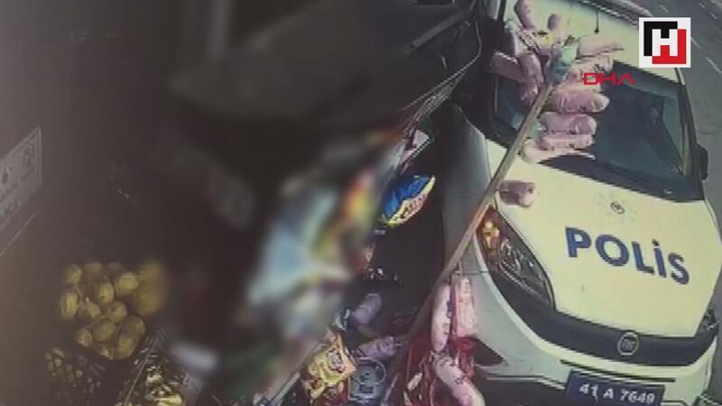 Otomobilin çarptığı polis aracı, yol kenarında yürüyen gence çarptı