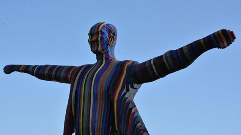 Renkli Atatürk heykelini yapan sanatçı konuştu