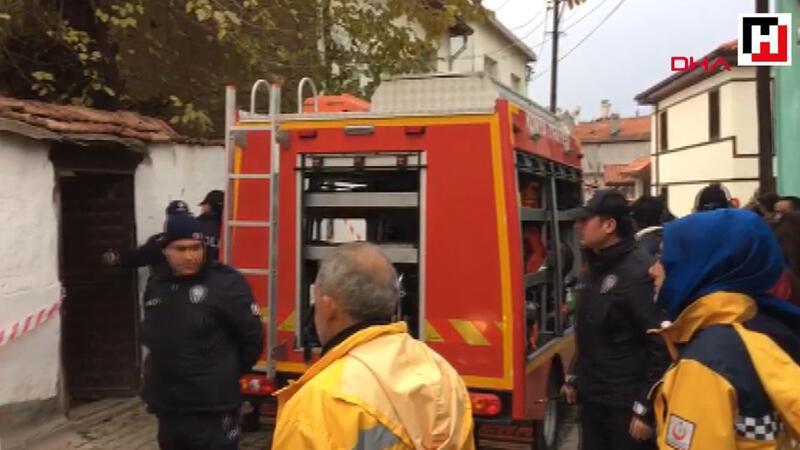 Konya'da 2 katlı kerpiç bina çöktü