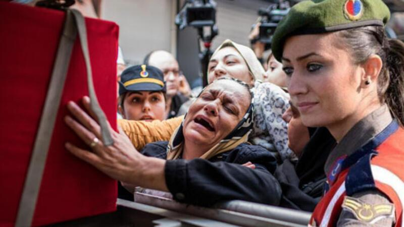 Şehit Üstçavuş Esma Çevik'in cenazesi evinin önüne helallik alındı