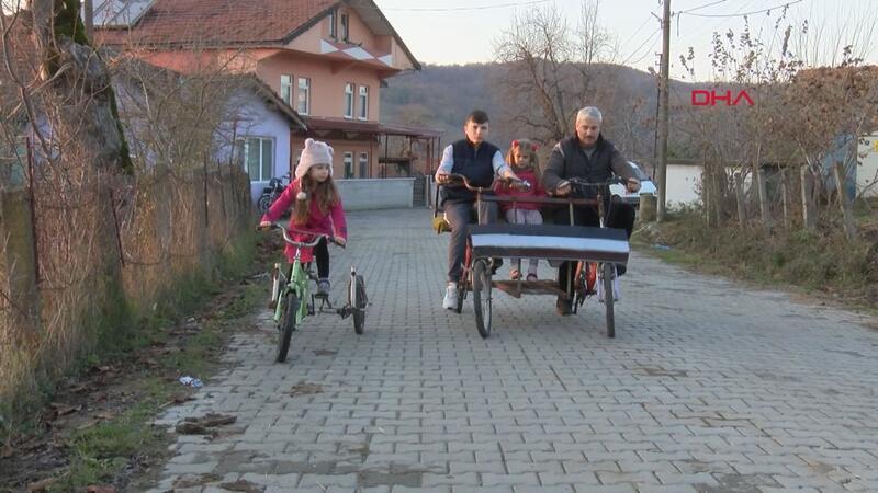 İmam, çocuklar için atık malzemelerden bisiklet yapıyor