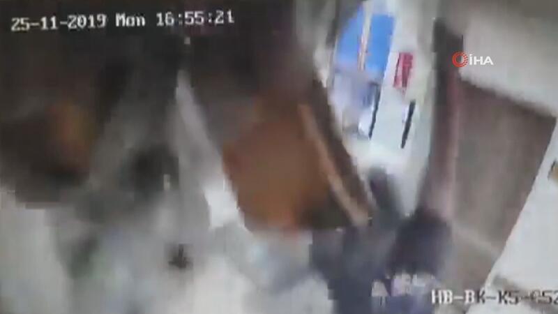 Hastanede çalışan teknisyen bir anda tavandan düştü