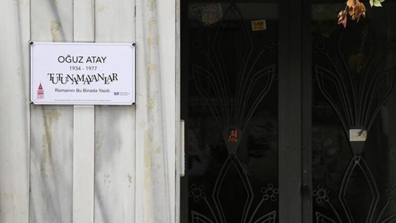 Oğuz Atay'ın evine bilgilendirme tabelası yerleştirildi