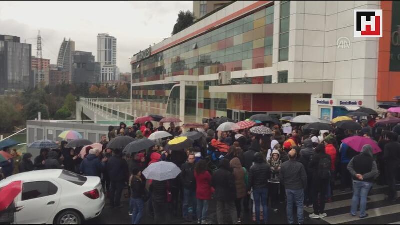 Doğa Koleji'nin devriyle ilgili açıklamanın ertelenmesi veliler tarafından protesto edildi
