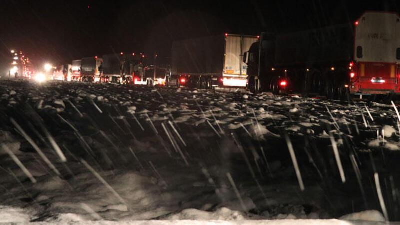 Diyarbakır-Şanlıurfa karayolu kardan kapandı