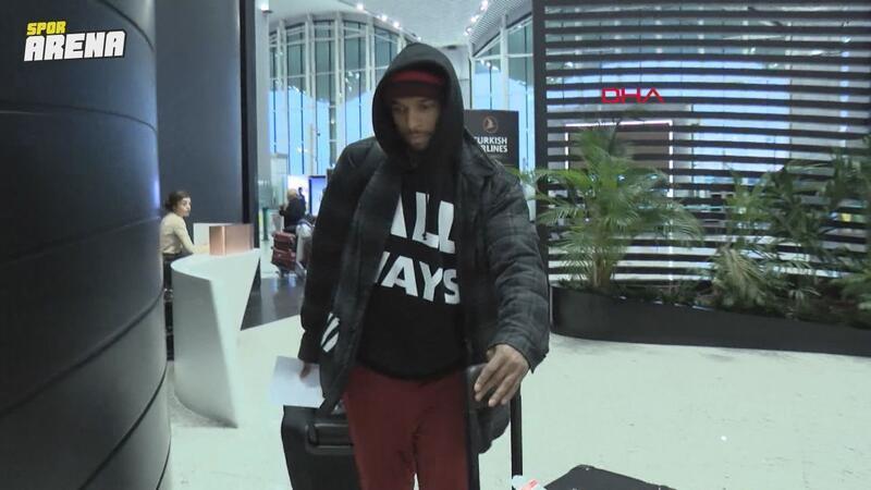 Ryan Babel, İstanbul'dan ayrılmak üzere havalimanına geldi