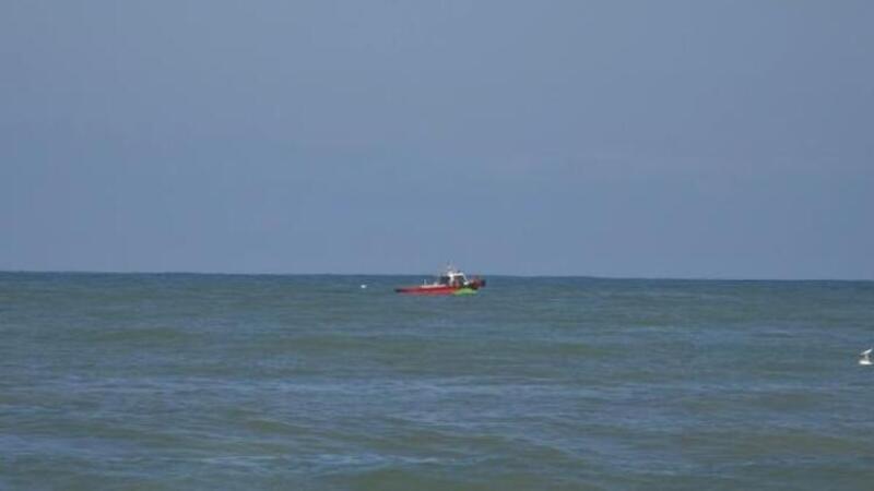 Devrilen şişme bottan düşen 2 kişi kurtarıldı